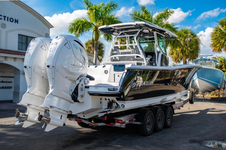 Thumbnail 9 for New 2020 Blackfin 332CC boat for sale in Fort Lauderdale, FL