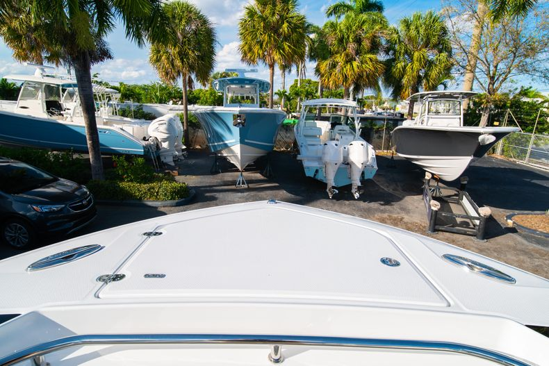 Thumbnail 59 for New 2020 Blackfin 332CC boat for sale in Fort Lauderdale, FL