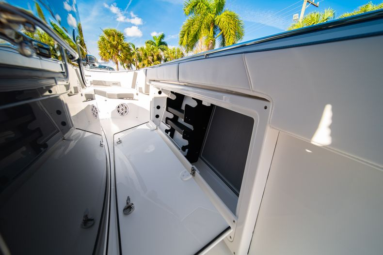 Thumbnail 47 for New 2020 Blackfin 332CC boat for sale in Fort Lauderdale, FL