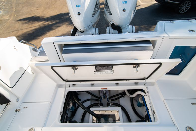 Thumbnail 14 for New 2020 Blackfin 332CC boat for sale in Fort Lauderdale, FL