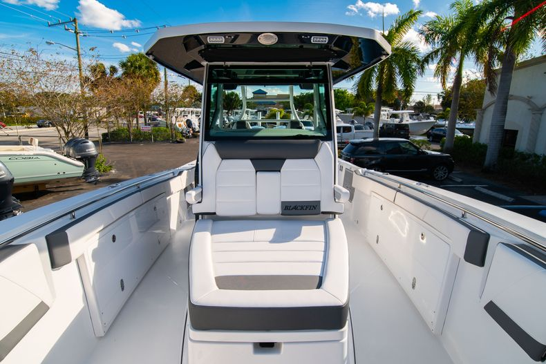 Thumbnail 61 for New 2020 Blackfin 332CC boat for sale in Fort Lauderdale, FL