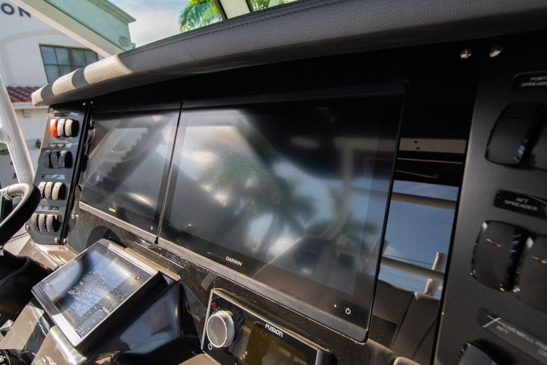 Thumbnail 35 for New 2020 Blackfin 332CC boat for sale in Fort Lauderdale, FL