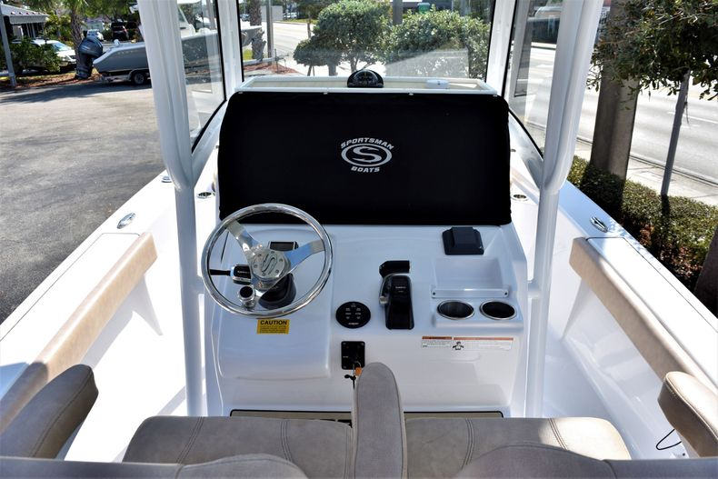 Thumbnail 14 for Used 2019 Sportsman Masters 267 Bay Boat boat for sale in Vero Beach, FL