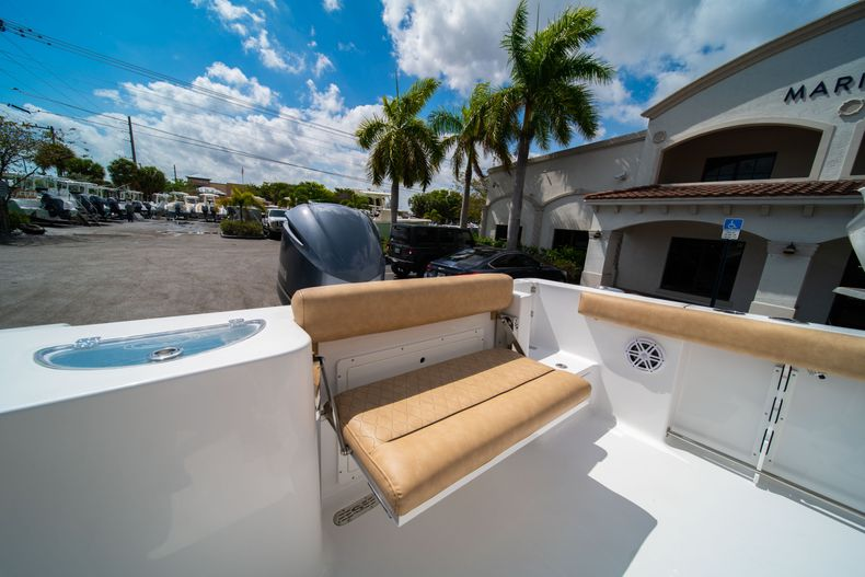 Thumbnail 12 for New 2020 Sportsman Open 232 Center Console boat for sale in Miami, FL