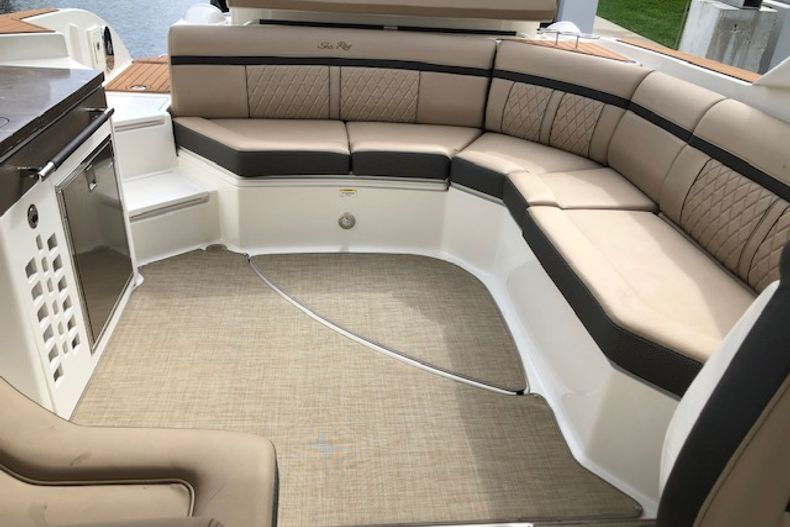 Thumbnail 17 for Used 2018 Sea Ray SLX 350 Outboard boat for sale in West Palm Beach, FL