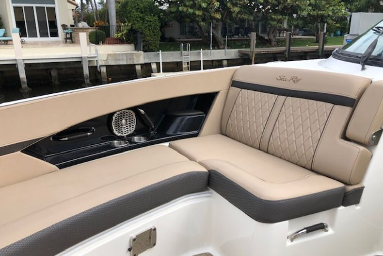 Thumbnail 16 for Used 2018 Sea Ray SLX 350 Outboard boat for sale in West Palm Beach, FL