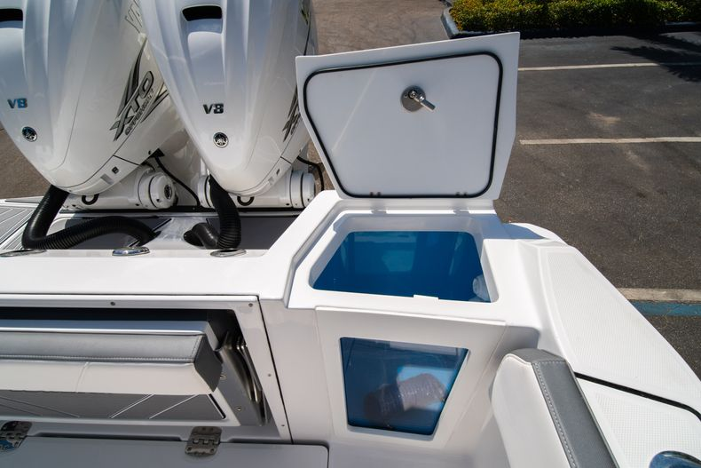 Thumbnail 16 for New 2020 Blackfin 332CC boat for sale in West Palm Beach, FL