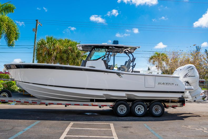 Thumbnail 4 for New 2020 Blackfin 332CC boat for sale in West Palm Beach, FL