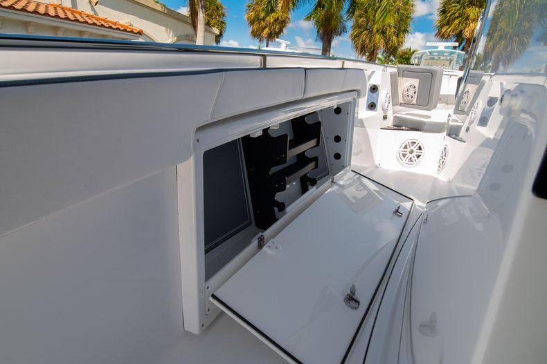 Thumbnail 47 for New 2020 Blackfin 332CC boat for sale in West Palm Beach, FL