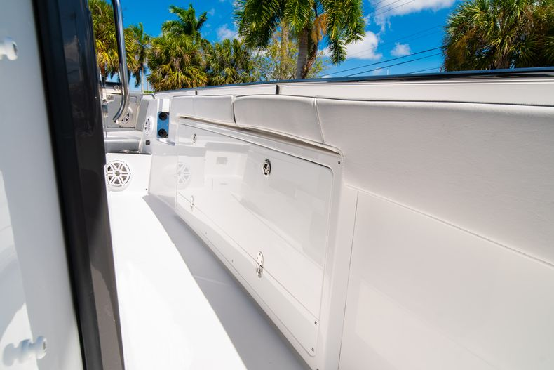 Thumbnail 44 for New 2020 Blackfin 332CC boat for sale in West Palm Beach, FL