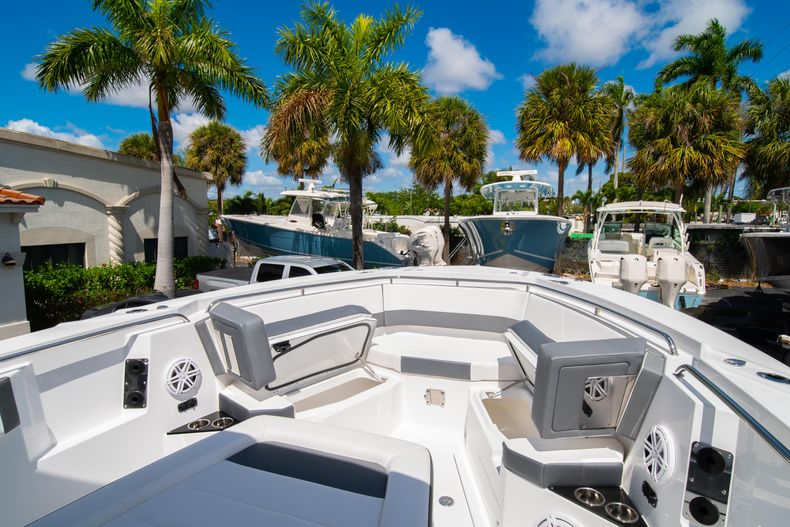 Thumbnail 54 for New 2020 Blackfin 332CC boat for sale in West Palm Beach, FL