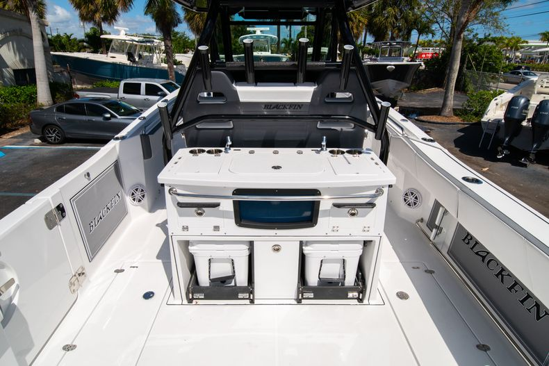 Thumbnail 20 for New 2020 Blackfin 332CC boat for sale in West Palm Beach, FL