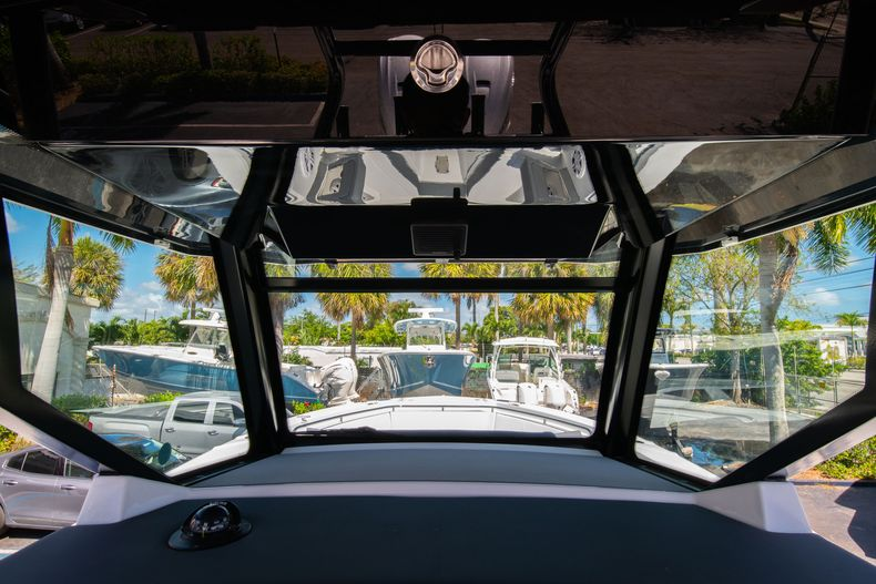 Thumbnail 33 for New 2020 Blackfin 332CC boat for sale in West Palm Beach, FL
