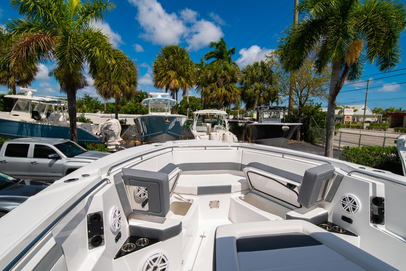 Thumbnail 58 for New 2020 Blackfin 332CC boat for sale in West Palm Beach, FL