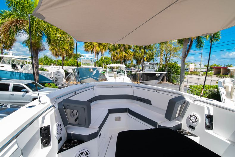 Thumbnail 55 for New 2020 Blackfin 332CC boat for sale in West Palm Beach, FL