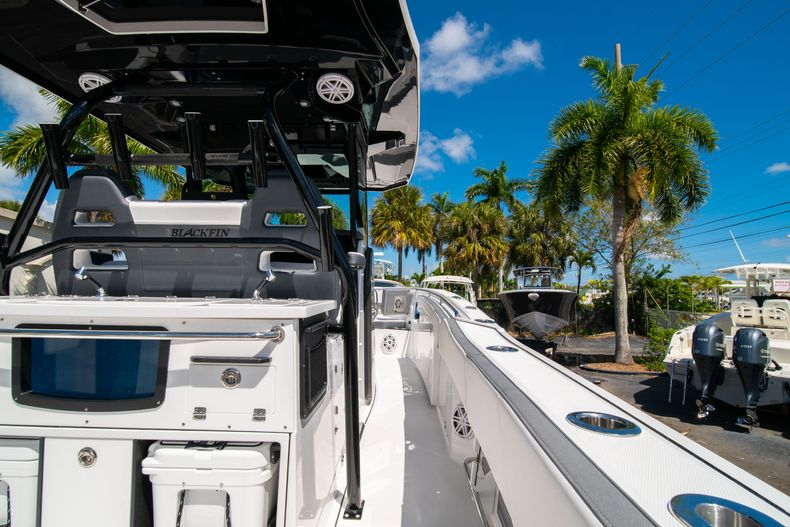 Thumbnail 17 for New 2020 Blackfin 332CC boat for sale in West Palm Beach, FL