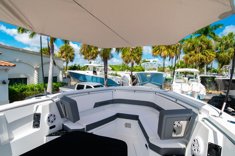 Thumbnail 51 for New 2020 Blackfin 332CC boat for sale in West Palm Beach, FL