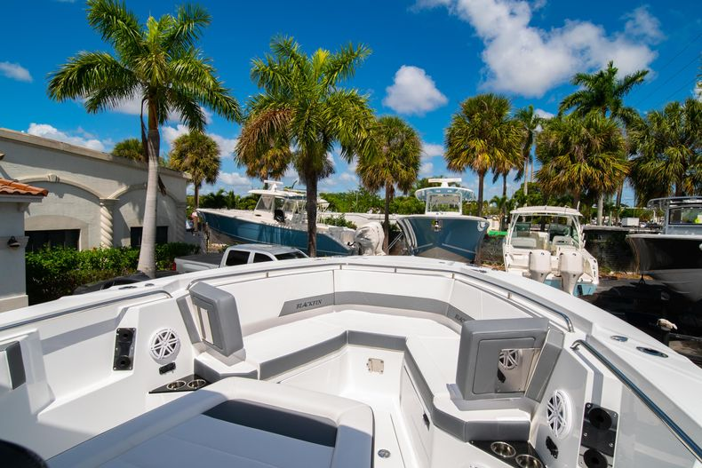Thumbnail 53 for New 2020 Blackfin 332CC boat for sale in West Palm Beach, FL