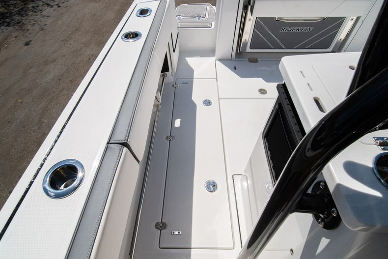 Thumbnail 18 for New 2020 Blackfin 332CC boat for sale in West Palm Beach, FL