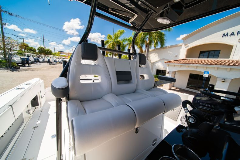 Thumbnail 35 for New 2020 Blackfin 332CC boat for sale in West Palm Beach, FL