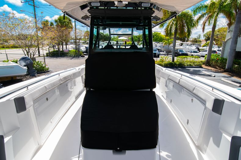 Thumbnail 66 for New 2020 Blackfin 332CC boat for sale in West Palm Beach, FL