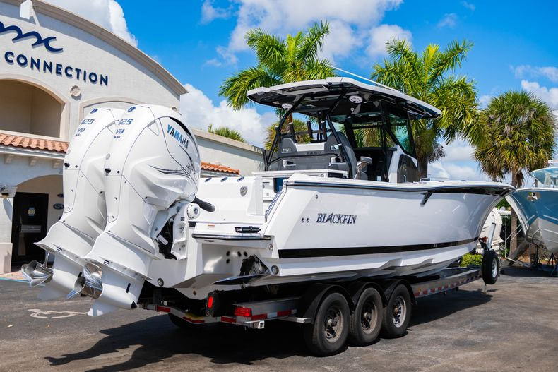 Thumbnail 7 for New 2020 Blackfin 332CC boat for sale in West Palm Beach, FL