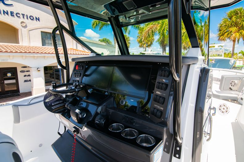 Thumbnail 27 for New 2020 Blackfin 332CC boat for sale in West Palm Beach, FL