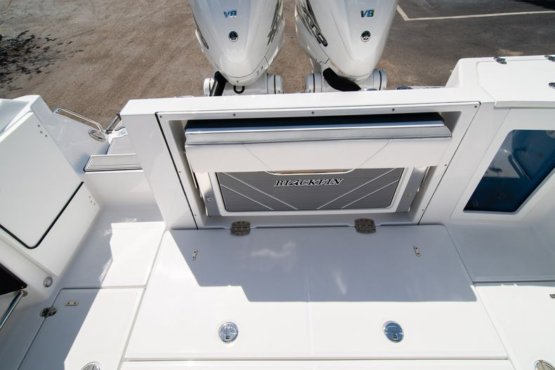 Thumbnail 11 for New 2020 Blackfin 332CC boat for sale in West Palm Beach, FL