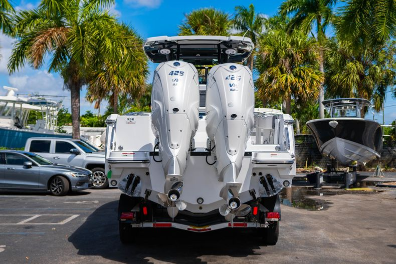 Thumbnail 6 for New 2020 Blackfin 332CC boat for sale in West Palm Beach, FL