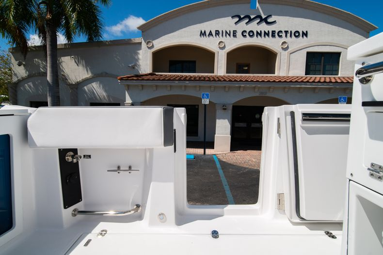 Thumbnail 23 for New 2020 Blackfin 332CC boat for sale in West Palm Beach, FL
