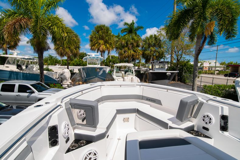 Thumbnail 57 for New 2020 Blackfin 332CC boat for sale in West Palm Beach, FL