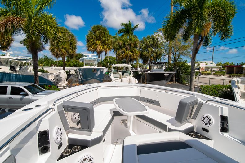 Thumbnail 56 for New 2020 Blackfin 332CC boat for sale in West Palm Beach, FL
