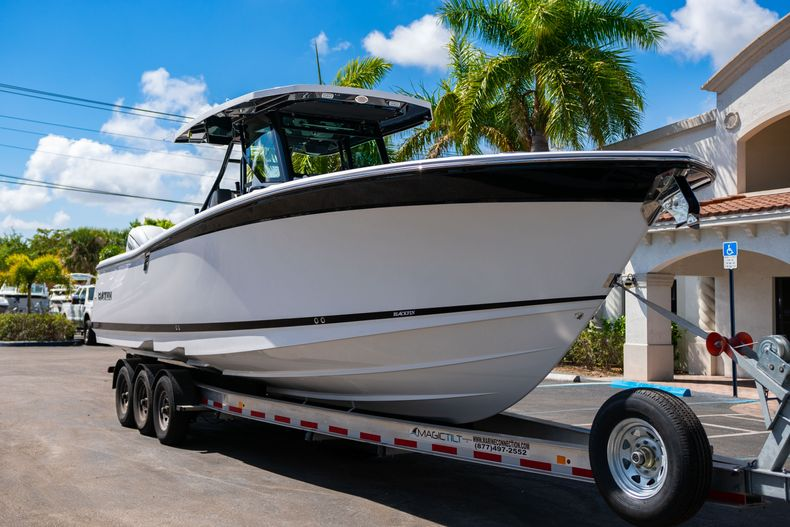 Thumbnail 1 for New 2020 Blackfin 332CC boat for sale in West Palm Beach, FL