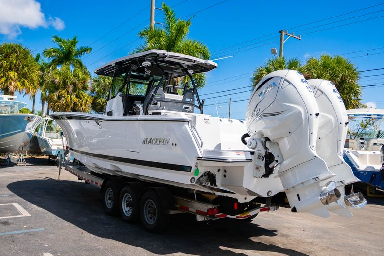 Thumbnail 5 for New 2020 Blackfin 332CC boat for sale in West Palm Beach, FL