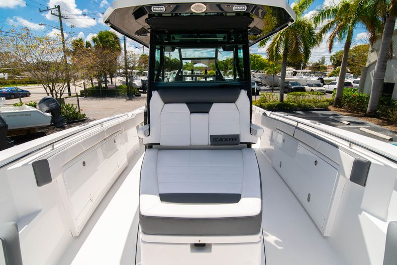 Thumbnail 64 for New 2020 Blackfin 332CC boat for sale in West Palm Beach, FL