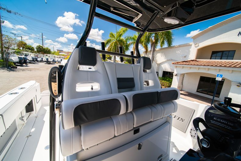 Thumbnail 34 for New 2020 Blackfin 332CC boat for sale in West Palm Beach, FL