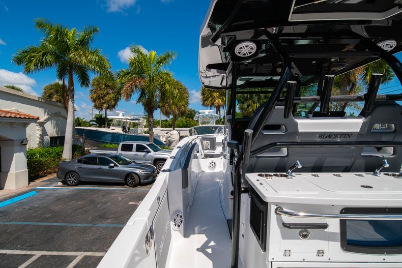 Thumbnail 24 for New 2020 Blackfin 332CC boat for sale in West Palm Beach, FL