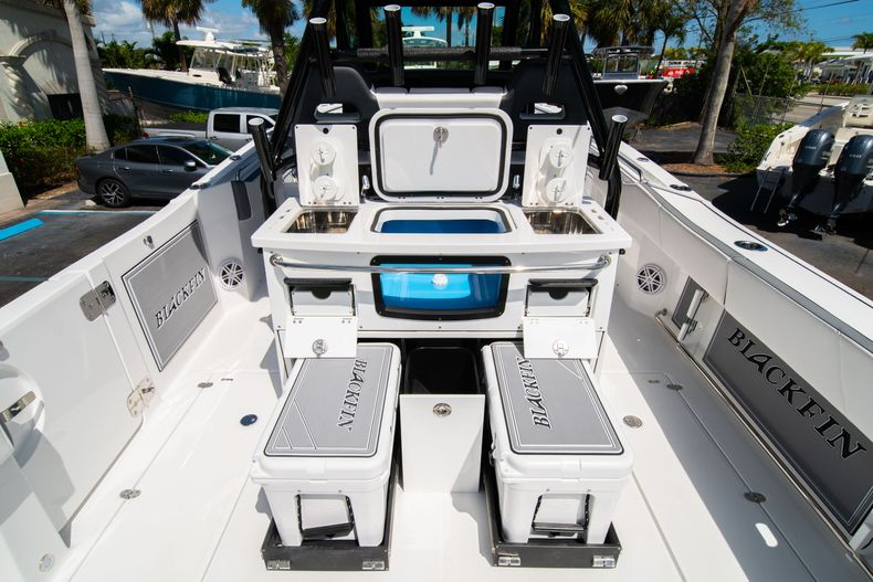 Thumbnail 21 for New 2020 Blackfin 332CC boat for sale in West Palm Beach, FL