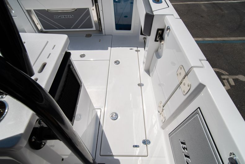 Thumbnail 25 for New 2020 Blackfin 332CC boat for sale in West Palm Beach, FL