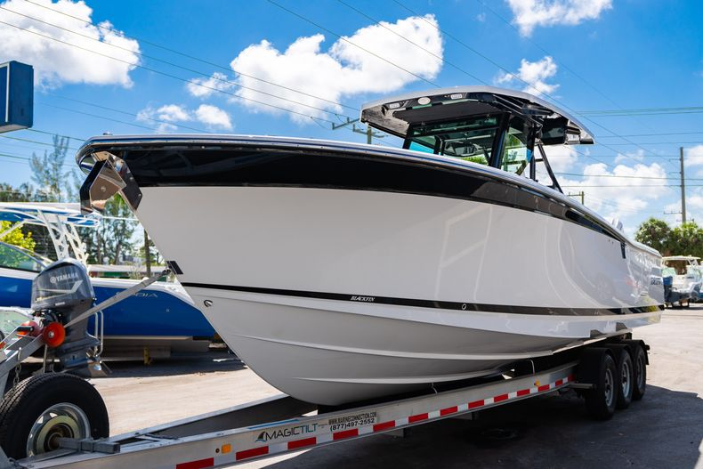 Thumbnail 3 for New 2020 Blackfin 332CC boat for sale in West Palm Beach, FL