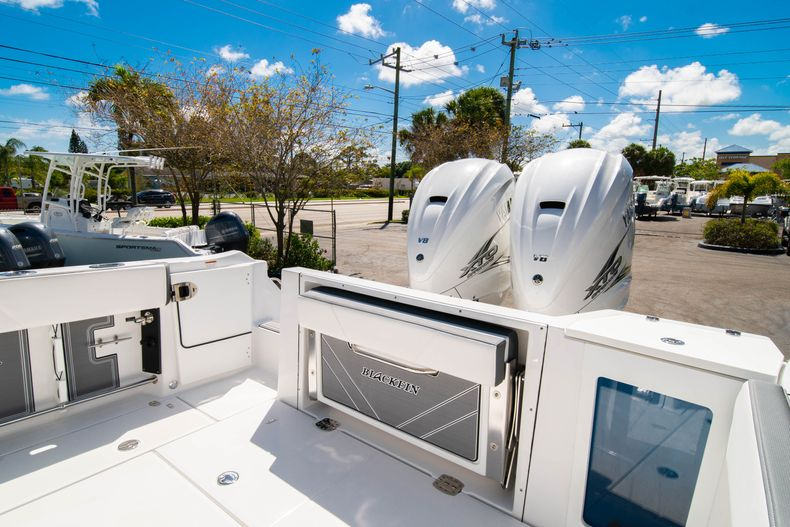 Thumbnail 13 for New 2020 Blackfin 332CC boat for sale in West Palm Beach, FL