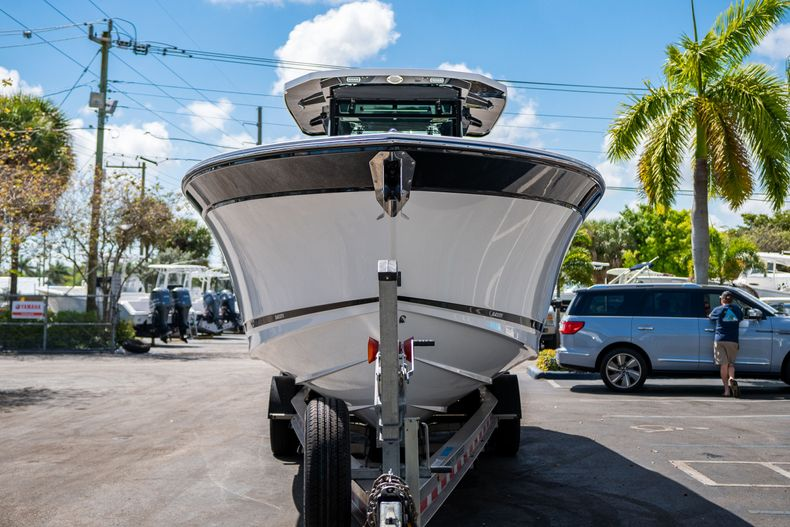 Thumbnail 2 for New 2020 Blackfin 332CC boat for sale in West Palm Beach, FL