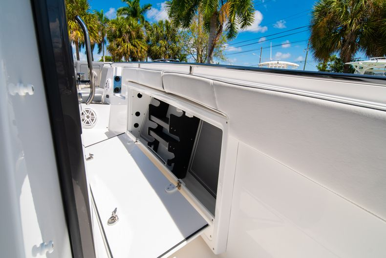 Thumbnail 45 for New 2020 Blackfin 332CC boat for sale in West Palm Beach, FL
