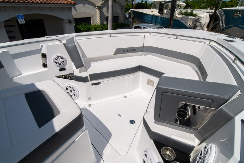 Thumbnail 59 for New 2020 Blackfin 332CC boat for sale in West Palm Beach, FL