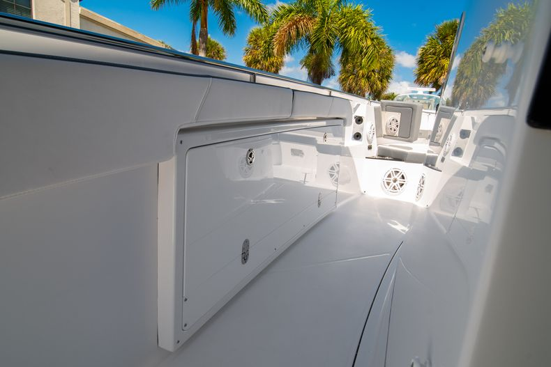 Thumbnail 46 for New 2020 Blackfin 332CC boat for sale in West Palm Beach, FL
