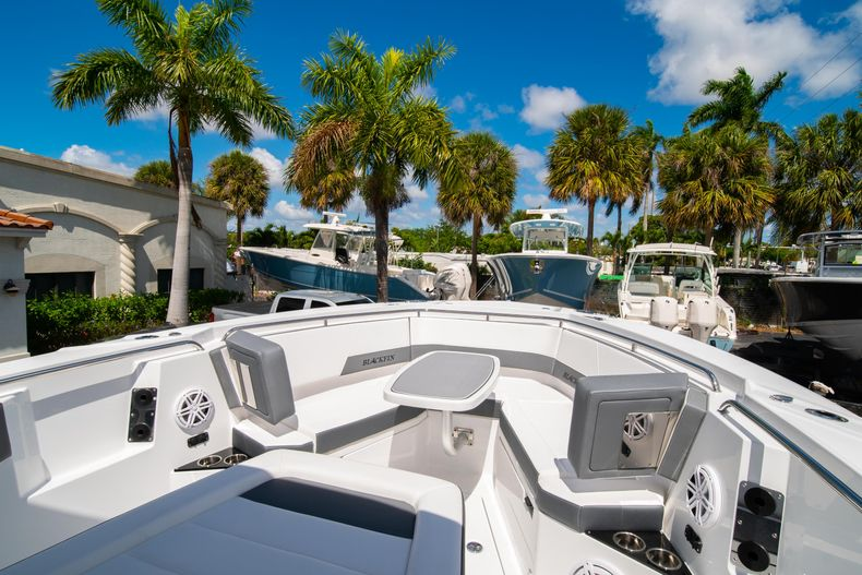 Thumbnail 52 for New 2020 Blackfin 332CC boat for sale in West Palm Beach, FL