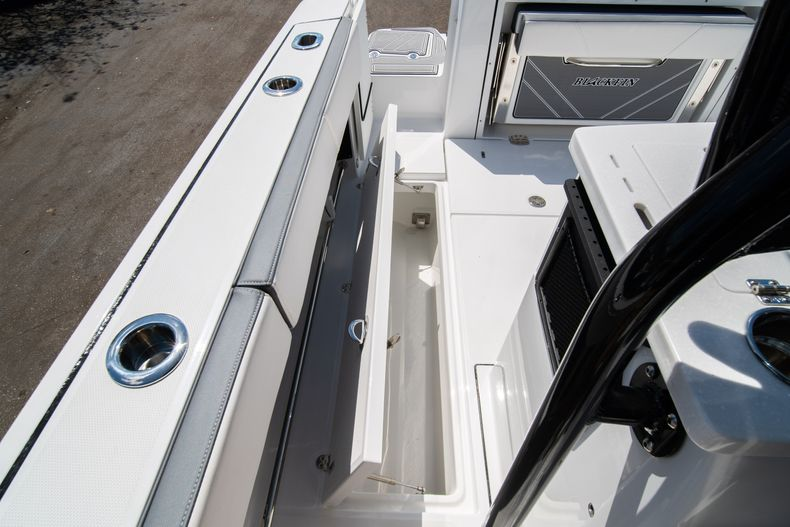 Thumbnail 19 for New 2020 Blackfin 332CC boat for sale in West Palm Beach, FL