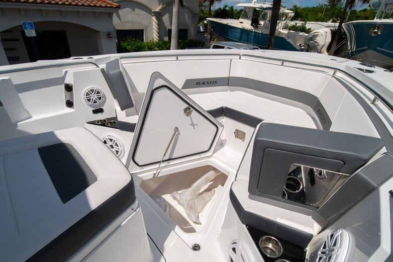 Thumbnail 60 for New 2020 Blackfin 332CC boat for sale in West Palm Beach, FL