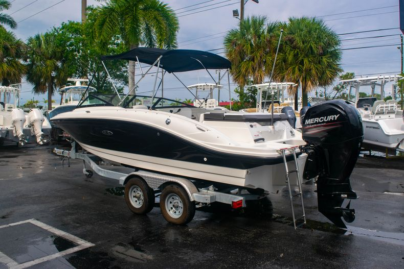 Thumbnail 5 for Used 2019 Sea Ray SPX 210 OB boat for sale in West Palm Beach, FL