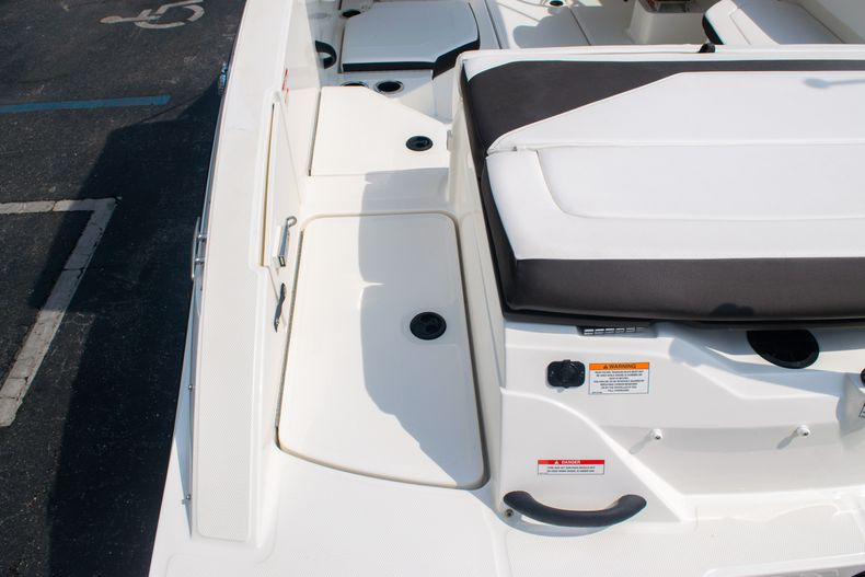 Thumbnail 9 for Used 2019 Sea Ray SPX 210 OB boat for sale in West Palm Beach, FL